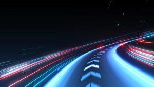 Das Bild zeigt eine abstrakte Hochgeschwindigkeitsspur.